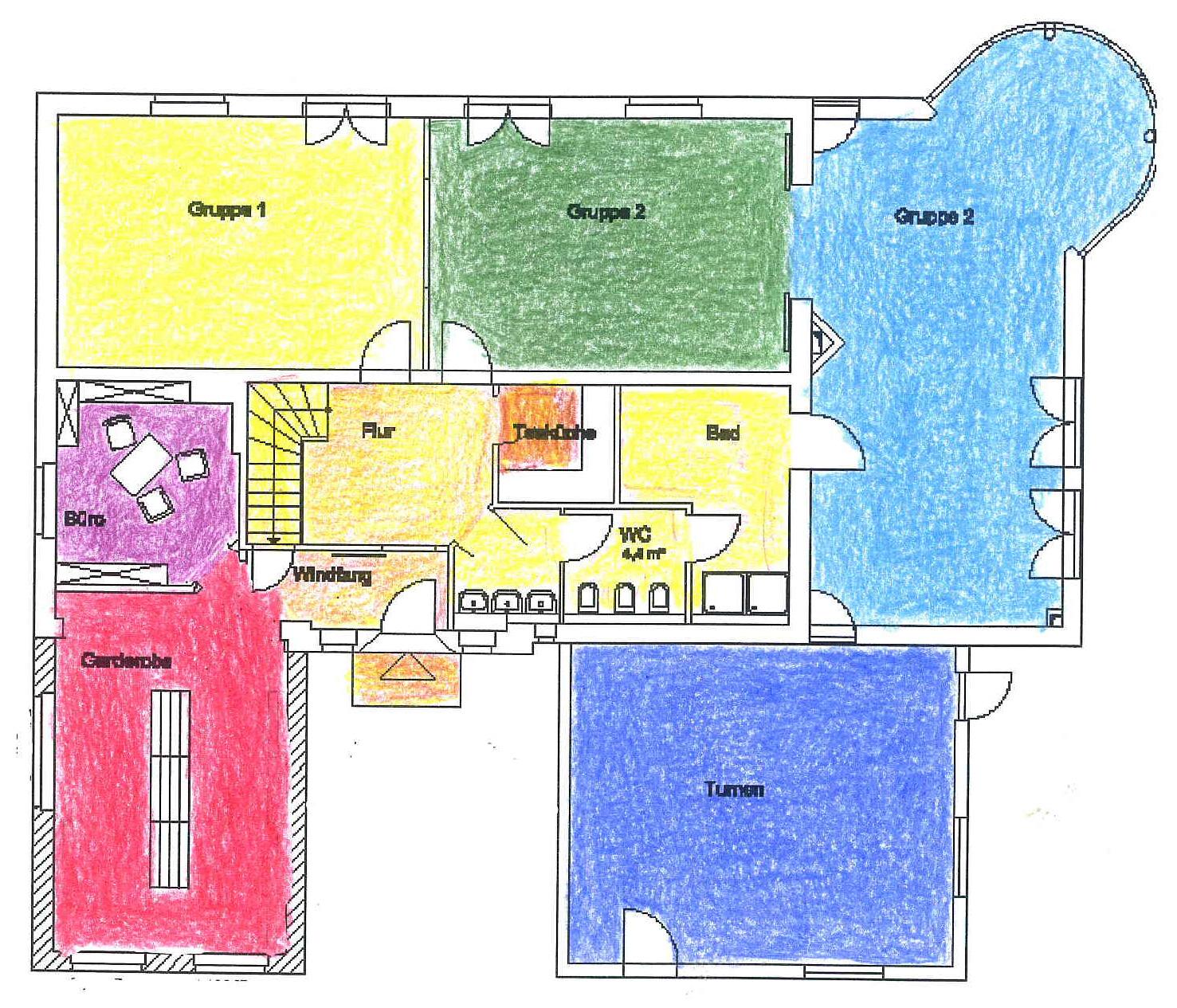 Im Erdgeschoß Der Kita Spatzennest Befindet Sich Die Zentrale, Kindgerechte  Garderobe, Direkt Daran Angeschlossen Ein Raum Für Die Leitenden  Erzieherinnen ...
